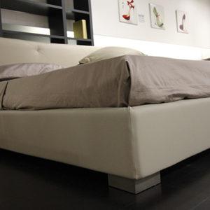 Camera da letto moderna completa