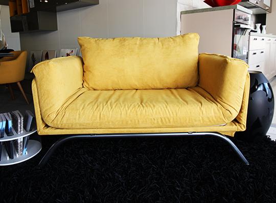 Divano letto in tessuto giallo